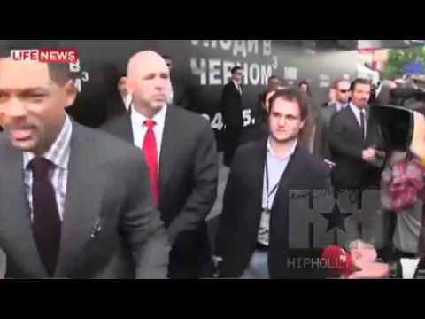 Will Smith met une baffe a un journaliste a Moscou